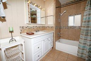 170 Diana St. #5 Bathroom Before